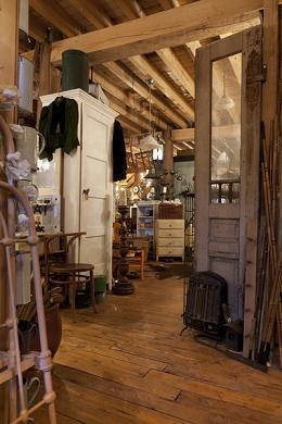 Antiekzaak de koffer stoer eigentijds brocante en nieuw for Landelijk interieur winkels